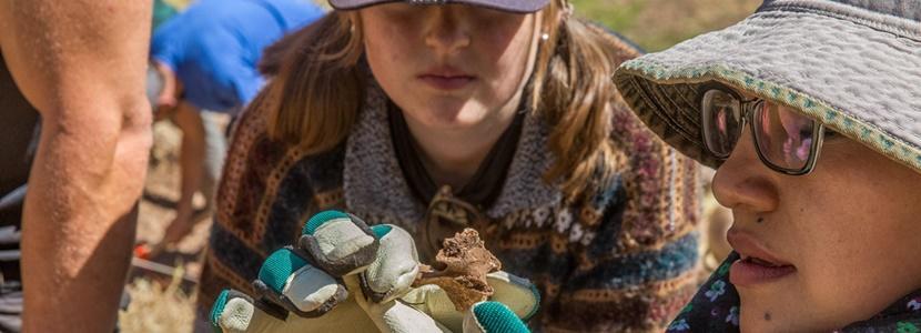 Leer tijdens de jongerenreizen meer over archeologie, samen met leeftijdsgenoten van over de hele wereld!