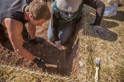 Help tijdens de archeologie jongerenreis als vrijwilliger bij opgravingen in Peru.