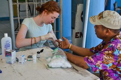 Tijdens de Public Health jongerenreis leer je meer over de gezondheidszorg op de Filippijnen.