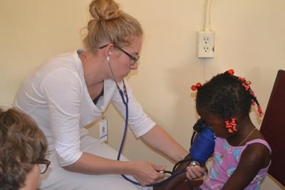 Leer meer over de gezondheidszorg in Jamaica tijdens de jongerenreis geneeskunde.
