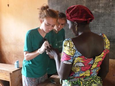 Door vrijwilligerswerk te doen tijdens de Public Health groepsreis naar Togo doe je nuttige medische ervaring op.