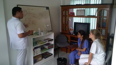 De geneeskunde groepsreis voor jongeren naar de Filippijnen geeft je de mogelijkheid om te leren van ervaren artsen.