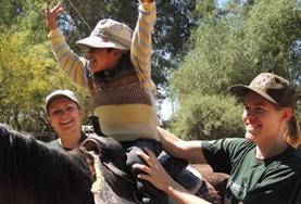 Help als vrijwilliger in bij een paardentherapie centrum in Bolivia bij de therapie voor kinderen en de paardenverzorging.