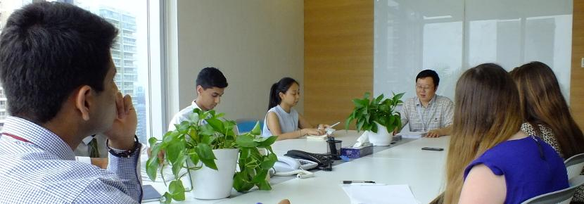 Vrijwilligerswerk op de recht & business jongerenreis tijdens de zomervakantie