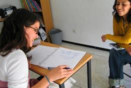 Tijdens deze groepsreis voor jongeren met een taalcursus Arabisch doe je nieuwe taalvaardigheden op.