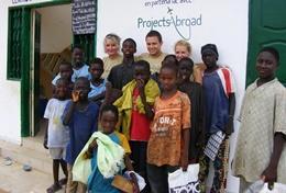 Tijdens de groepsreis naar Senegal kun je je Frans verbeteren en helpen op een bouw project.