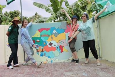 Vrijwilligers van de jongerenreis Sociaal & samenleving naar Cambodja.
