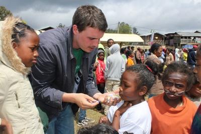 Help tijdens de jongerenreis naar Madagaskar mee met een zomerkamp voor lokale schoolkinderen.