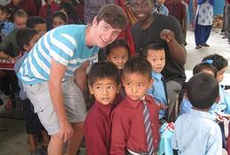 Tijdens de jongerenreis naar Nepal doe je vrijwilligerswerk in dagopvangcentra en organiseer je activiteiten voor kinderen.