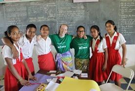 Help bij het lesgeven op scholen in Samoa tijdens de groepsreis met vrijwilligerswerk voor jongeren.