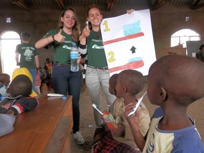 Jongerenreis Tanzania tandenpoetsles