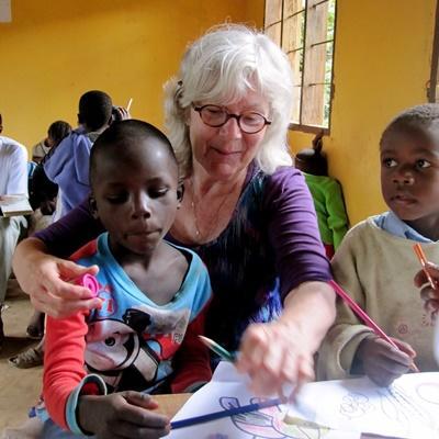 Vrijwilligers met meer levenservaring helpen kinderen in de klas