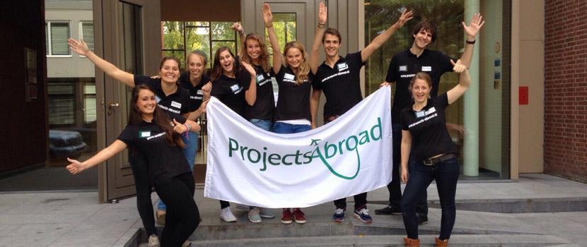 Bij elke informatiedag van Projects Abroad staat een team van medewerkers en vrijwilligers voor je klaar