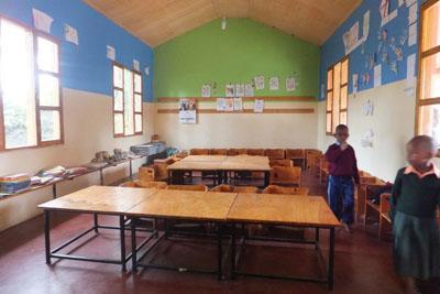 Eenvoudig lokaal in weeshuis Tanzania