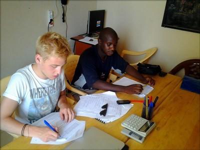 Stage lopen in het buitenland op een microkrediet project