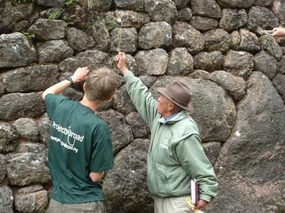 De lokale bevolking kan je tijdens het Inca archeologie project veel vertellen over de historie van Peru.