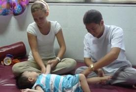 Als ergotherapie vrijwilliger kun je helpen bij de behandeling van patienten in Vietnam.