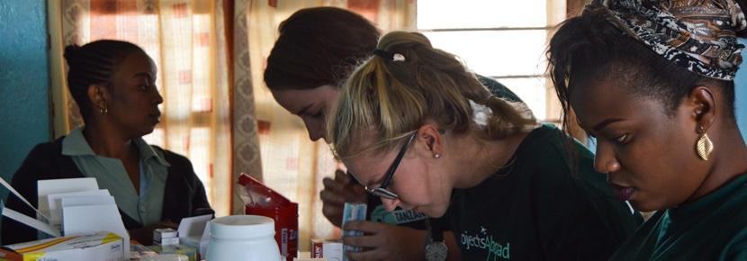 Tijdens de farmacie vrijwilligerswerk projecten in Ghana, Kenia en Sri Lanka werk je in apotheken in het buitenland.