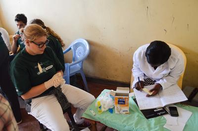 Doe vrijwilligerswerk op het farmacie project in Kenia en leer meer over gezondheidzorg in het buitenland.