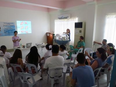 Vrijwilligers op het fysiotherapie project in de Filippijen