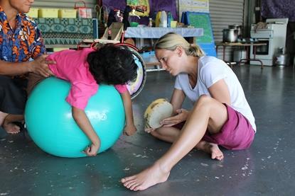 Doe ervaring op met de behandeling van kinderen tijdens het fysiotherapie project in Samoa.