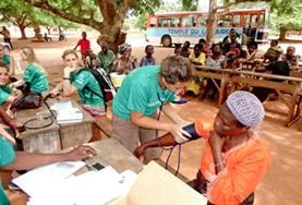 Doe medisch vrijwilligerswerk in Jamaica en breng je kennis van de geneeskunde in de praktijk tijdens medische outreaches.