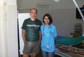 Werk samen met lokale artsen op het geneeskunde project in Roemenië.
