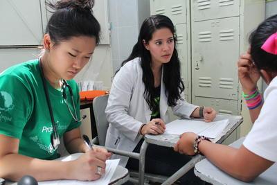 Leer als geneeskunde vrijwilliger van ervaren artsen in het buitenland