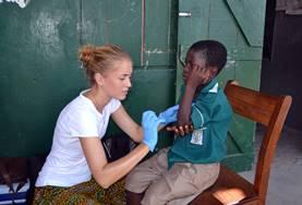 Als vrijwilliger op het Public Health project in Madagaskar kun jij helpen bij medische controles op het platteland.