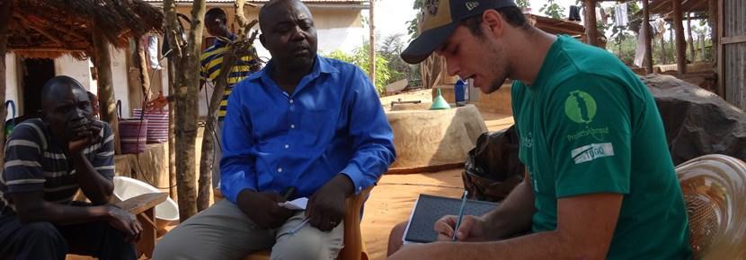 Als je vrijwilligerswerk doet op het gebied van internationale ontwikkeling in het buitenland, ondersteun je de lokale bevolking bij het oplossen van allerlei problemen.