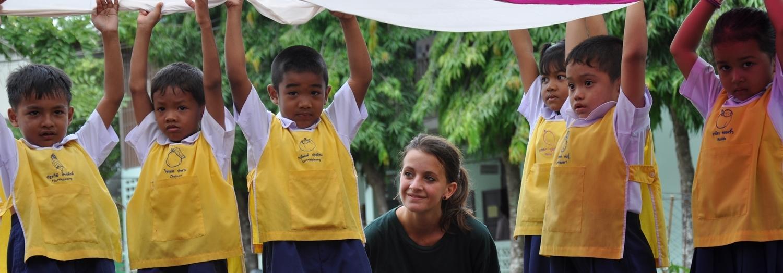 Deelnemers van 12 tot 15 jaar maken tijdens de jeugdreizen kennis met de lokale cultuur en bevolking.