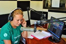 Tijdens het journalistiek vrijwilligerswerk project doe je ervaring op bij een lokaal radiostation.