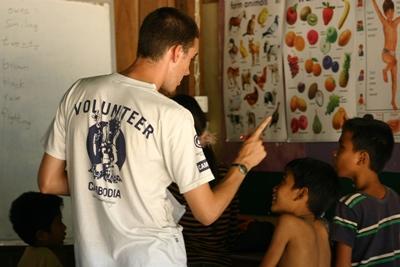 Engelse les geven in Cambodja