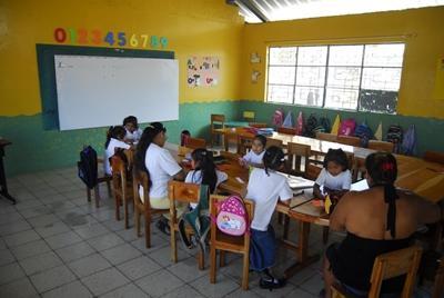 Lesgeven op een school in Ecuador