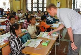Als lesgeef vrijwilliger sta je voor de klas en geef je Engelse les aan scholieren in Vietnam.