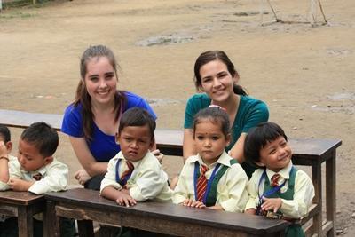 Lesgeven aan kinderen in Nepal