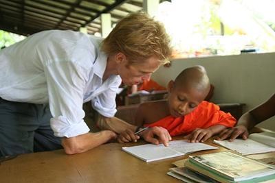 Lesgeven aan monniken in Sri Lanka