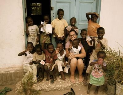 Lesgeven aan kinderen in Tanzania