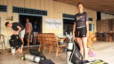 Projects Abroad vrijwilligers volgen verschillende duikcursussen tijdens het natuurbehoud project in Cambodja