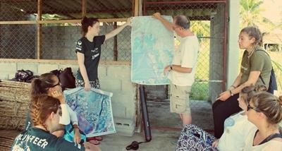 Vrijwilligers krijgen een introductie over het werk