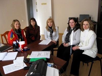 Consultant met collega's in Roemenië