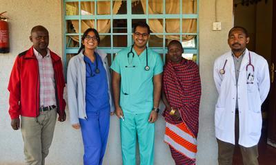 Doe als professional medisch vrijwilligerswerk in het buitenland en wissel ervaring uit met lokale collega's.