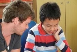 Als logopedist kun jij jongeren met spraakproblemen in Vietnam helpen.