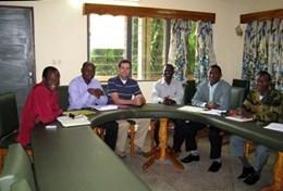 Een ervaren journalist deelt ervaringen tijdens vrijwilligerswerk in het buitenland.