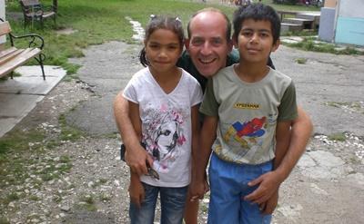 Sociaal werker met Roemeense kinderen
