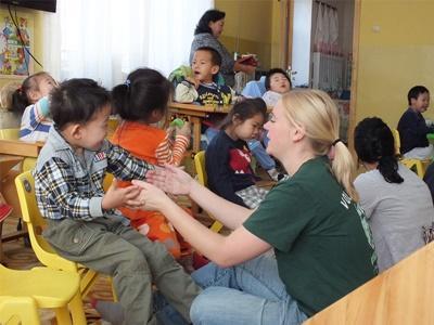 Doe vrijwilligerswerk op het sociale project in Mongolië op het sociaal project.