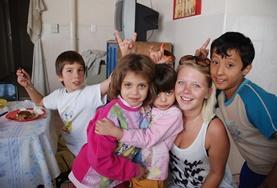 Als je sociaal vrijwilligerswerk doet met kinderen in Argentinië, organiseer je bijvoorbeeld educatieve spelletjes in dagopvangcentra.