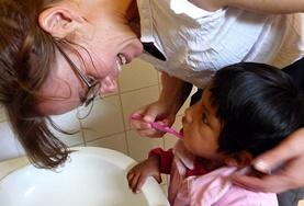 Ondersteun als vrijwilliger het lokale personeel bij de dagelijkse zorgtaken voor kinderen in dagopvangcentra in Bolivia.