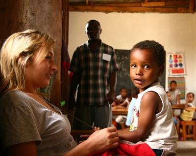 Werk met kinderen in Tanzania