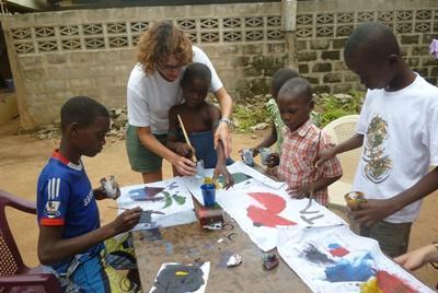 Schilderen met kinderen in Togo